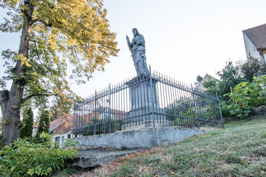 Fotografie sochy v Kobeřicích u Brna